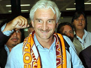 Herzlicher Empfang: Rudi Völler bei der Ankunft in Rom.