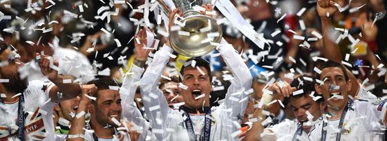 "Cristiano Ronaldo mit dem ""Henkelpott"""