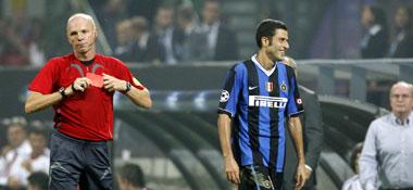 Da waren's nur noch neun: Nach Ibrahimovic flog auch noch Weltmeister Fabio Grosso vom Platz.
