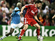Eindhovens PSV hat gegen Xabi Alonso (Liverpool) das Nachsehen.