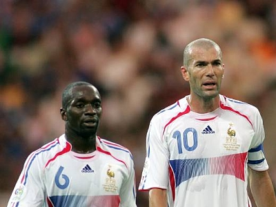 [Jeu] Suite de photos chiffrés - Page 5 Makelele_zidane_zoom77_crop_400x300_400x300+-1+34