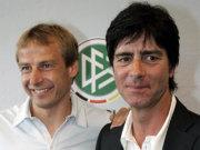 Nachfolger und Vorgänger: Joachim Löw neben Jürgen Klinsmann.