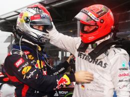 Abschied 2012: Michael Schumacher (re.) gratuliert nach seinem letzten Rennen Sebastian Vettel zum dritten WM-Titel.