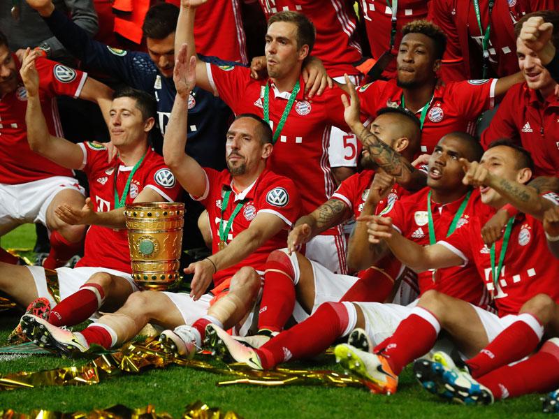 Pokalsieger Bayern, gute Noten für Löw, Skepsis bei Infantino