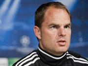 kicker.tv Hintergrund: Tod eines Linienrichters - Ajax-Trainer de Boer ist schockiert